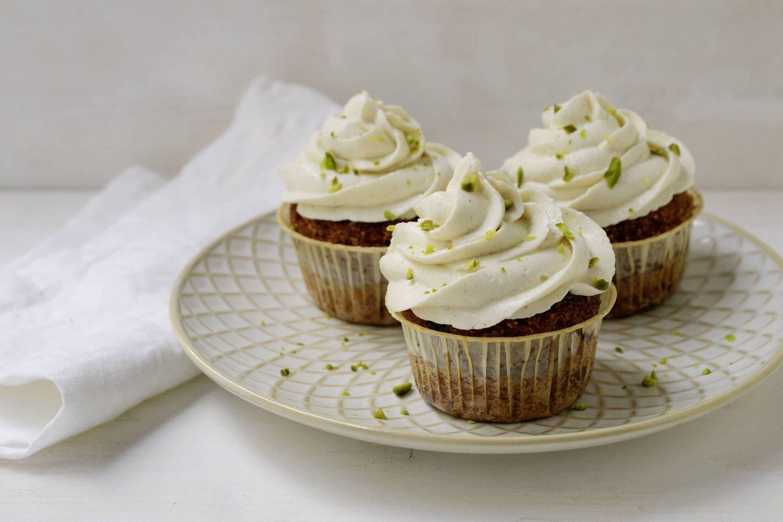 Karottenkuchen Cupcakes mit VEGGY Sweet und Pistazien
