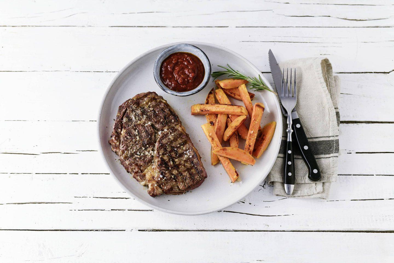 Magic-DUst-Steak mit Suesskartoffelsticks