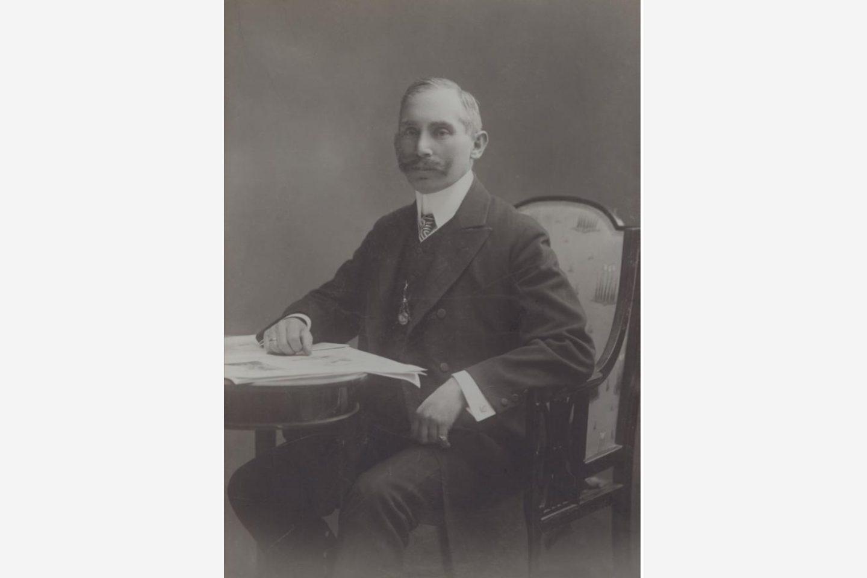 Crno-bijela fotografija: portret Jánosa Kotányija iz 1881.